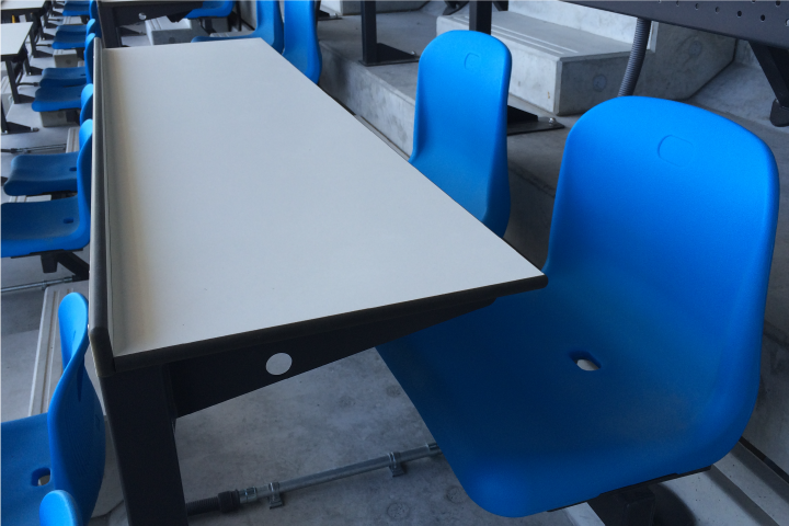 テーブル付きペアシート